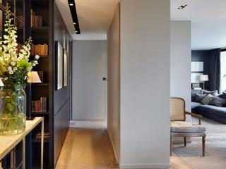 Hillcrest De Rosee Sa 現代風玄關、走廊與階梯