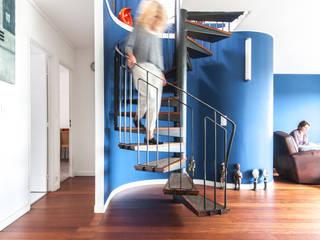 Коридор, прихожая и лестница в модерн стиле от goodnova godiniaux Модерн