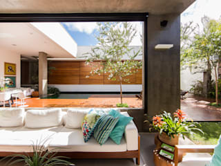 Felipe Bueno Arquitetura의  베란다