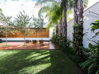 Jardines de estilo  por Felipe Bueno Arquitetura, Moderno