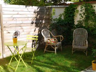 COCON VINTAGE: Jardin de style de style Moderne par Agence Laurent Cayron