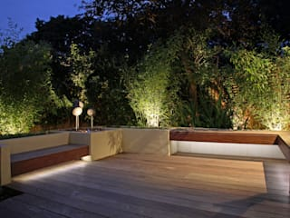 Small London Garden: classic Garden by Moonlight Desgin