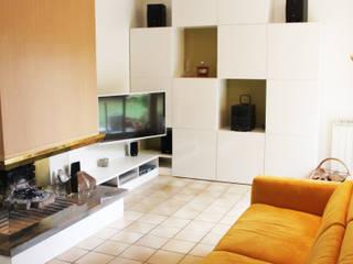 Rénovation d'une maison: Salon de style  par Agence Archi Confidentielle