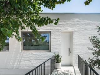 Casa sobre Armazém Casas modernas por Miguel Marcelino, Arq. Lda. Moderno