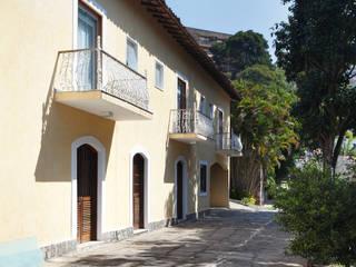 Kolonialne domy od Ricardo Melo e Rodrigo Passos Arquitetura Kolonialny