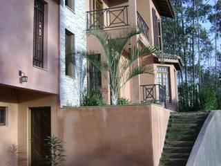 Дома в рустикальном стиле от Flávia Brandão - arquitetura, interiores e obras Рустикальный
