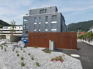 modern Houses by Spiegel Fassadenbau