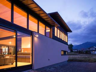 アルプスを臨む家 カントリーな 家 の Egawa Architectural Studio カントリー