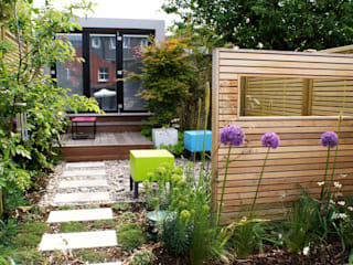Modern English Courtyard Garden Modern garden by Rosemary Coldstream Garden Design Limited Modern