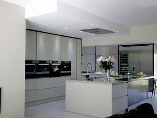 Contemporary London Kitchen:  Kitchen by Tenacity Interiors Ltd.