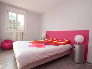 Camera da letto in stile  di Agence C+design - Claire Bausmayer, Moderno