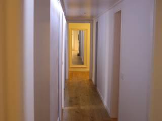 Couloir, entrée, escaliers scandinaves par ROIMO INTEGRAL GRUP Scandinave