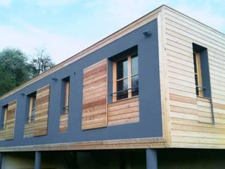 LA CABANE SUR PILOTIS: Maisons de style  par Moutiez Haller architecture