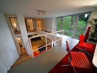 TEÓFILO. Carpintería de Aluminio Minimalist balcony, veranda & terrace