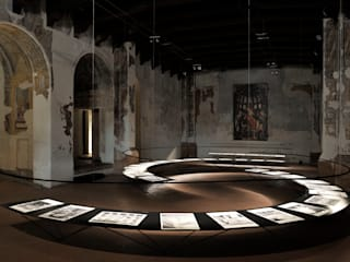 Gaudì's Exhibition in Mantova: Musei in stile  di STUDIO LONGHEU