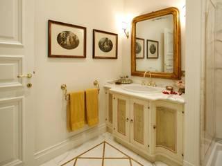 Villa in città:  in stile  di Studio di Architettura Alberto Ambrosini