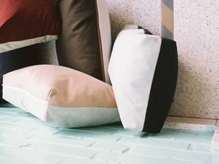 Crim Pillow serie II by An Van Parys, textile products:   door An Van Parys