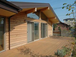 木の家株式会社 Ausgefallener Balkon, Veranda & Terrasse
