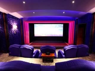 Salas multimedia de estilo clásico de Креативные Инженерные Решения Clásico