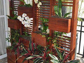 A Varanda Floricultura e Paisagismo Modern balcony, veranda & terrace