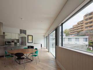 京町の家 TASS建築研究所 モダンデザインの リビング