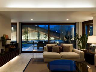 高輪の家 モダンデザインの リビング の 小川真樹建築綜合計画 モダン