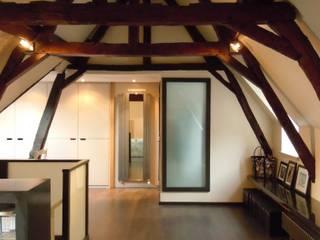 Salas multimedia de estilo moderno de Emilie Bigorne, architecte d'intérieur CFAI Moderno