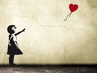 BANKSY BALLOON GIRL WITH HEART Streetart Wandsticker: industriale Wohnzimmer von Urban ART Berlin