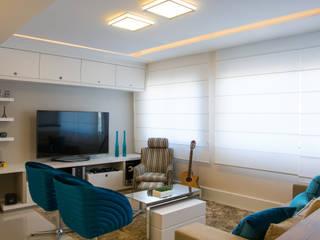 Camila Chalon Arquitetura Modern living room