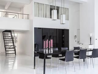 loft minimaliste paris: Salle à manger de style  par    Intérieurités  /catherine vernet