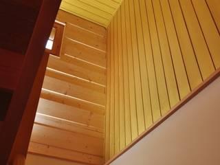 Ferienhaus nach Mass Klassischer Flur, Diele & Treppenhaus von Juho Nyberg Architektur GmbH Klassisch