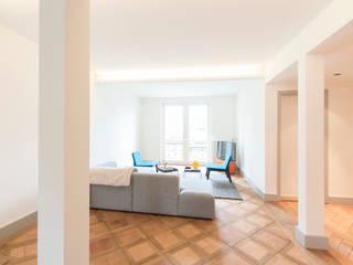 Altbau nach Mass Klassische Wohnzimmer von Juho Nyberg Architektur GmbH Klassisch