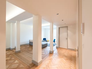 Altbau nach Mass Klassischer Flur, Diele & Treppenhaus von Juho Nyberg Architektur GmbH Klassisch