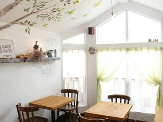 自然素材で改装したトレーラーハウスカフェ 地中海風レストラン の 有限会社 八幡工業 ナチュラワイズ 地中海