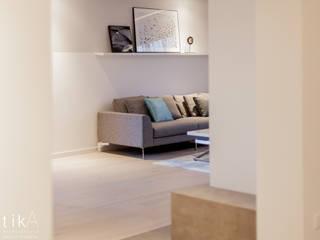 Wnętrze domu jednorodzinnego, Kęty Nowoczesny salon od TIKA DESIGN Nowoczesny