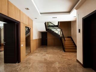 Minimalist corridor, hallway & stairs by ORT-interiors Minimalist