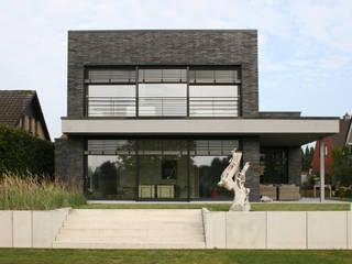 Wohnen im Draußen - Hagemeister-Klinker kleidet Einfamilienhaus in Emsdetten Hagemeister GmbH & Co. KG Moderne Häuser