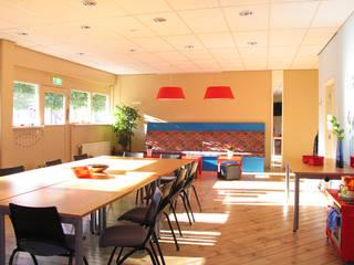 Rust vinden tussen de gedurfde kleuren van Aileen Martinia interior design - Amsterdam Mediterraan