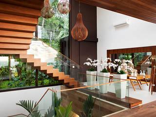Escadas : Corredores e halls de entrada  por Infinity Spaces,