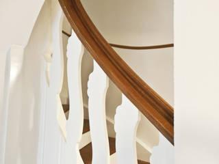 Villa nach Mass:  Flur & Diele von Juho Nyberg Architektur GmbH