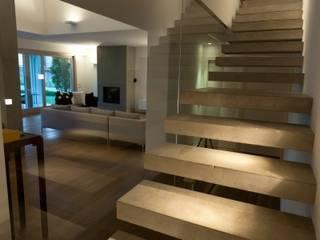 Villa urbana: Ingresso & Corridoio in stile  di Paolo Carli Moretti Architetto