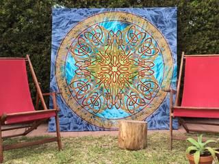 Cuadro de tela india multicolor:  de estilo  de Buena Pieza (Objetos decorativos)
