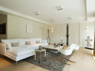 Salones de estilo minimalista de ISABELLE LECLERCQ DESIGN Minimalista