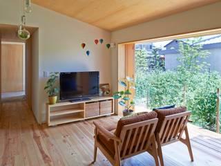 Scandinavian style living room by ムラカミマサヒコ一級建築士事務所 Scandinavian