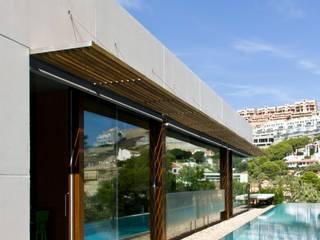 "Vivienda ""Mirando al mar soñé"": Piscinas de estilo minimalista de Ascoz Arquitectura"