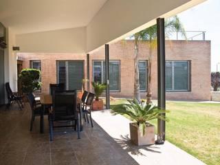 Casa Masip: Terrazas de estilo  de Ascoz Arquitectura