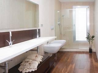 Casa Masip: Baños de estilo  de Ascoz Arquitectura