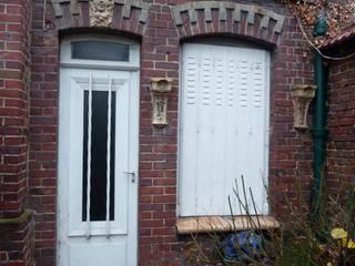 Façade de maison avant restauration:  de style  par Atelier Candice Carpentier