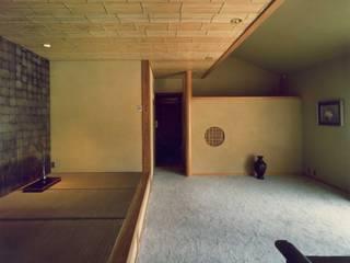 別府無心庵 クラシックデザインの リビング の 小林英治建築研究所 クラシック