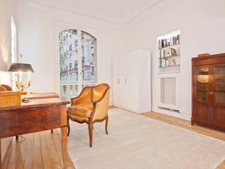 Рабочий кабинет в классическом стиле от Xavier Lemoine Architecture d'Intérieur Классический
